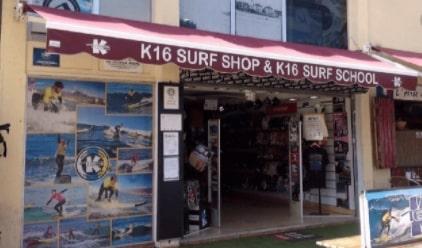 Foto de la fachada de nuestra tienda de surf en la calle Mexico en Las Américas - Tenerife. K16 surf school